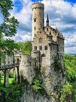 Древний замок на скале