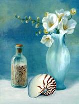 Морской песок, ракушка и цветы